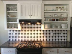 jak urządzić małą kuchnię bez okna