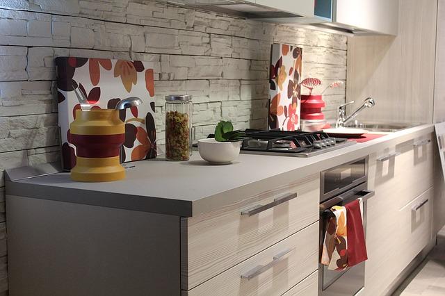 Jak urządzić małą kuchnię bez okna?