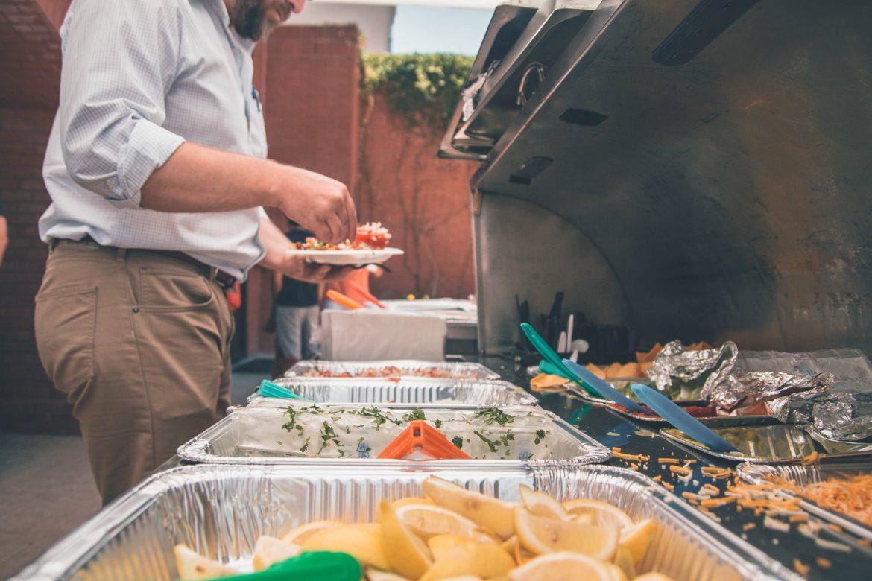 Impreza firmowa – w jaki sprzęt gastronomiczny możesz się zaopatrzyć?